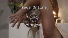 Måndag: Restorative Yoga med Sarah