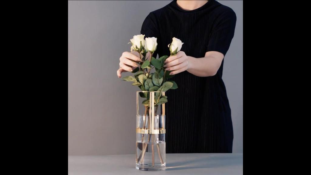 Hold- Adjustable vase