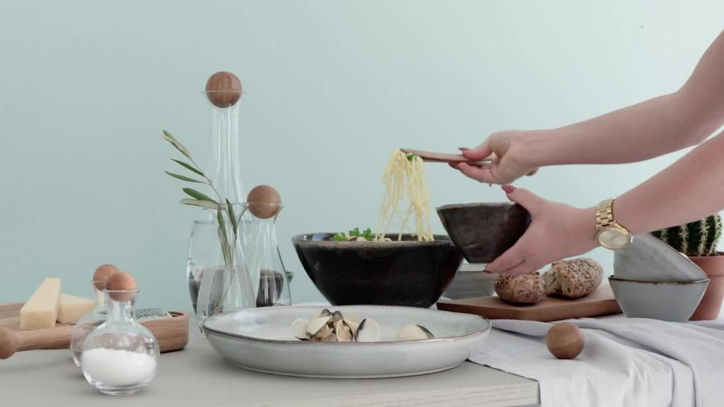 Nature - Serving pasta normal speed